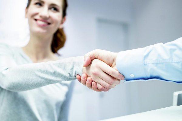 first-dentist-visit-patient-and-dentist-shaking-hands-science-photo-library